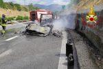 Pompieri in azione tra Sibari e Fascineto: camper in fiamme sull'A2