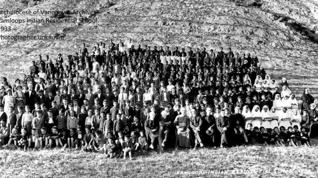 """I resti di 215 bambini scoperti in una scuola cattolica in Canada. Il Papa: """"Sconvolgente, fare luce"""""""