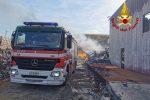 Squillace, cumuli di rifiuti in fiamme a Fiasco Baldaia. Incendio domato dai vigili del fuoco