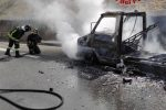 Camper carbonizzato sulla A2, tragedia sfiorata tra Sibari e Frascineto: salvi due anziani