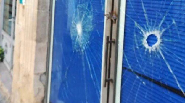 cosenza, ex distaccamento polizia municipale, Oncomed, vetrate danneggiate, Francesca Caruso, Cosenza, Cronaca