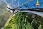 Catanzaro, autoarticolato s'incastra nel guardrail sulla statale 109. I pompieri lo riportano sulla strada