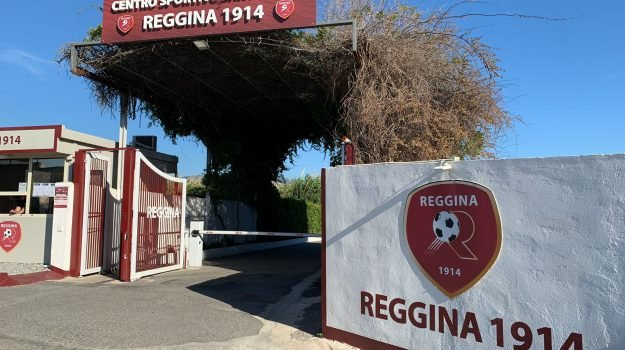 """Reggina, tour al Sant'Agata. Il dg Mangiarano: """"È la casa di tutti i tifosi"""""""