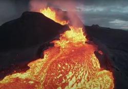 Drone distrutto dalla lava del vulcano in Islanda, il video Le suggestive riprese mostrano da vicino l'eruzione del vulcano Fagradalsjfall - Dalla Rete