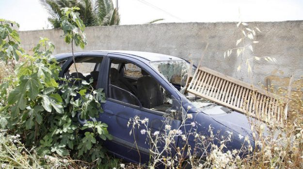 L'auto sulla quale avrebbe viaggiato Denise Pipitone, che si trova in via Rieti, sotto indagine, Mazara del Vallo, 05 giugno 2021