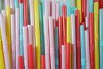 Dal 3 luglio bando alla plastica monouso nell'Ue. Ecco per quali prodotti: dalle cannucce ai cotton fioc