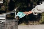 Coronavirus, le mascherine chirurgiche si possono riutilizzate se lavate. Reggono fino a 10 lavaggi