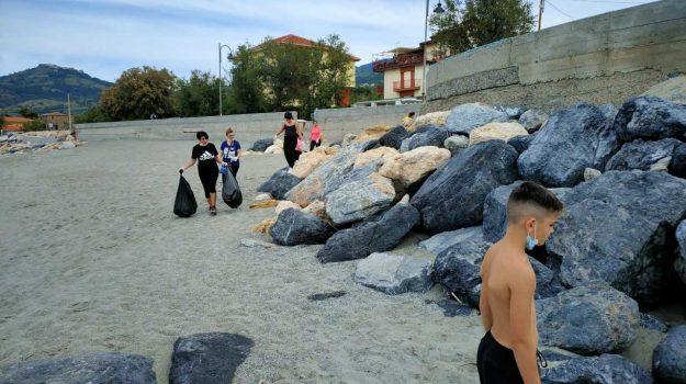 alunni, fuscaldo, rifiuti, spiaggia, Cosenza, Cronaca