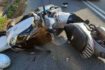 Messina, violento scontro frontale tra due scooter a Granatari. Un ferito in codice rosso