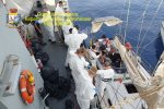 Crotone, intercettata una barca con 28 migranti. Fermati due trafficanti turchi