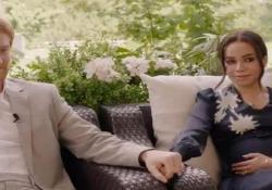 Harry e Meghan, fuga da palazzo: ecco il trailer del film La somiglianza degli attori è sorprendente: è uscito il primo trailer del controverso film sulla Megxit - Dalla Rete