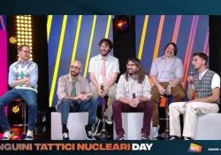 I Pinguini Tattici Nucleari: «Scriveremmo una lettera a Joe Biden, invidiamo che abbia ancora i capelli alla sua età » I bergamaschi protagonisti dell'Artista Day in diretta su Radio Italia - Corriere Tv
