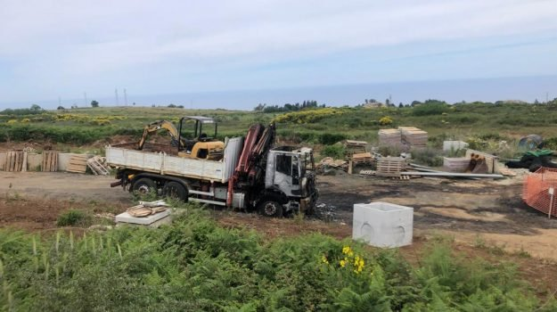 cantiere nuovo ospedale, mezzi bruciati, racket vibo, vibo valentia, Massimo Procopio, Calabria, Cronaca