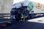 Altra tragedia sull'A1 a Piacenza. Scontro tra due camion, muore un autista