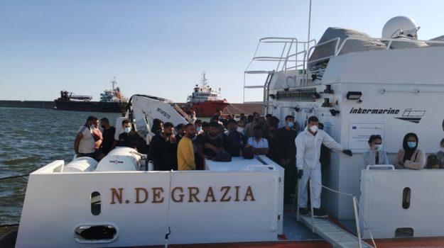 porto crotone, sbarco extracomunitari, Catanzaro, Cronaca
