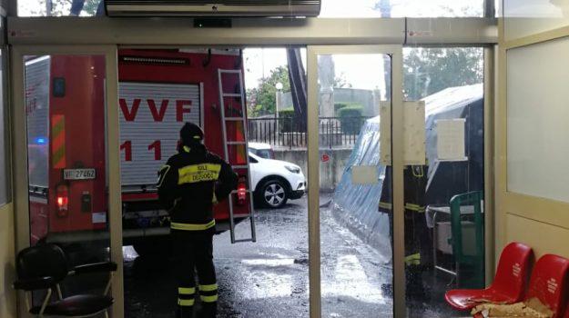crolla controsoffittatura, locri, pronto soccorso, Reggio, Cronaca