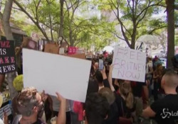 Los Angeles, decine di fan di Britney Spears fuori dal tribunale La pop star ha iniziato una battaglia legale controil padrechiedendola revoca della tutela - LaPresse/AP