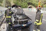 Auto con serbatoio Gpl in fiamme allo svincolo di Boccetta. Incendio domato dai pompieri
