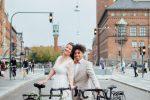 Da Berlino a Copenaghen in bici per sposarsi, la storia di Tiziano e Laurine