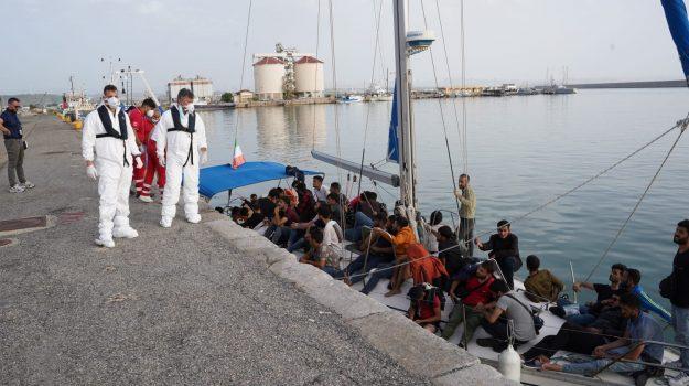 crotone, migranti, sbarchi, Catanzaro, Cronaca