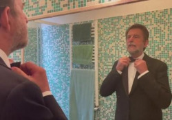 Nanni Moretti verso Cannescantando con Mahmood Il regista posta un video su Istagram con le attrici di «Tre piani il suo ultimo film atteso in gara al festival - Corriere Tv