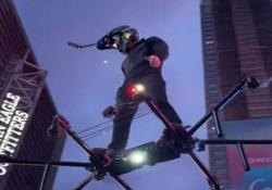 New York: con l'hoverboard sopra la folla a Times Square L'uomo ora deve fare i conti con la polizia - Dalla Rete