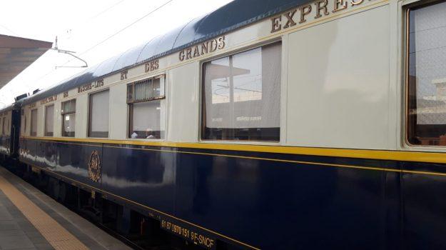 """Il mitico """"Orient Express"""" sbarca in Sicilia e attraversa per la prima volta lo Stretto di Messina FOTO - VIDEO"""