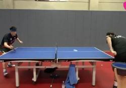 Ping pong, il colpo dall'effetto «gambero» La pallina tocca il tavolo e torna indietro - Dalla Rete