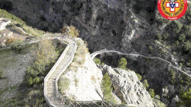 civita, ponte del diavolo, salvataggio, Cosenza, Cronaca