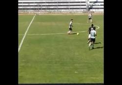 Portogallo, segna con il cucchiaio alla Totti Il calciatore dello Sporting Pombal Duary, squadra del campionato dilettanti portoghese, ha segnato con un cucchiaio degno di Francesco Totti - Dalla Rete