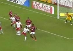 Tacco al volo di spalle: il gol è un capolavoro È il gol capolavoro di Aderlan, calciatore del RB Bragantino, squadra del campionato brasiliano - Dalla Rete