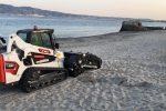 Villa San Giovanni fa più belle le sue spiagge mentre il mare restituisce relitti