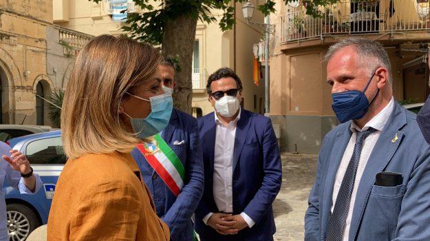 """""""Più vaccini, più estate, più Pil"""". Il ministro del Turismo Garavaglia a Tropea"""