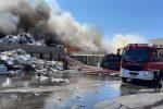 Brucia ancora la ditta di smaltimento rifiuti fra Villa e Campo Calabro - IMMAGINI