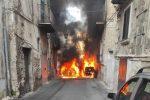 Capannone divorato dal fuoco a Corigliano Rossano, criminalità sempre più violenta