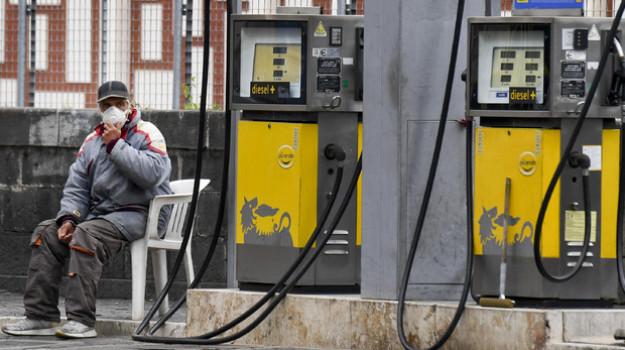 aumento prezzo carburante, benzina, Sicilia, Economia