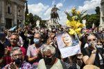 Raffaella Carrà, i funerali a Roma tra lacrime e commozione. L'urna verso San Giovanni Rotondo - FOTO