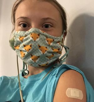 Greta Thunberg si vaccina contro il Covid e ricorda l'iniqua distribuzione nel mondo
