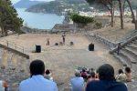 """L'installazione """"AFR"""" di Binta Diaw apre a Lipari il festival """"ISOLE. Dialoghi tra arte e letteratura"""""""