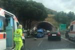 Incidente in tangenziale a Messina: quattro auto coinvolte, due feriti - FOTO