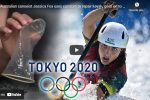 L'australiana Jessica Fox ripara con un preservativo la canoa e vice il bronzo - VIDEO