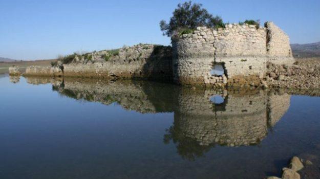 Apre alle visite Mazzallakkar, il fortino arabo riemerso dalle acque del lago Arancio. LE FOTO