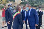 Il presidente Musumeci saluta il sindaco di Lipari, Giorgianni