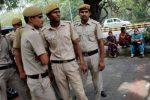India, camion si schianta contro un autobus fermo: 18 morti