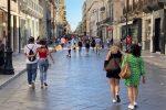 Saldi al via anche a Reggio. C'è voglia di relax e shopping: il racconto del primo giorno - VIDEO