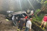 Auto vola giù dal viadotto a Sinagra, miracolosamente salvi i passeggeri - FOTO