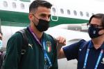Euro 2020, l'Italia è a Londra. Nel gruppo, con le stampelle, c'è anche l'infortunato Spinazzola
