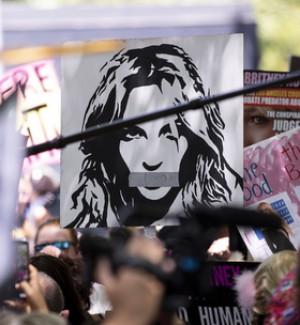 Svolta Britney Spears, il padre chiede la fine della tutela legale