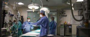 Cos'è la stenosi diverticolare sintomatica del colon: il chirurgo parla dell'intervento a Papa Francesco