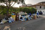 Tirreno cosentino: altro che turismo, cumuli di rifiuti e roghi per le strade